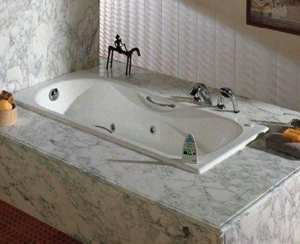 Ванна с гидромассажем на пьедестале