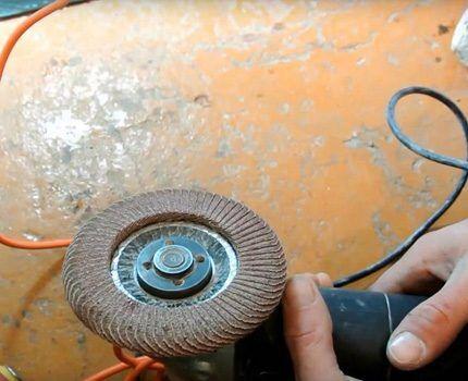 Электроинструмент для подготовки поверхности