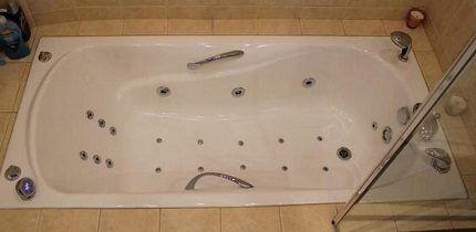 Образец чугунной ванны с гидромассажем