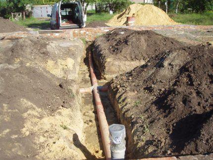 Подведение канализации к выгребной яме