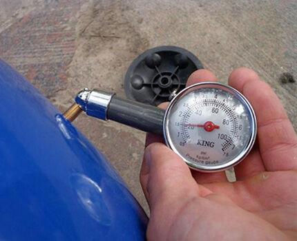 Измерение манометром давления