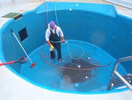 Гидроизоляция бассейна цветной обмазочной гидроизоляцией