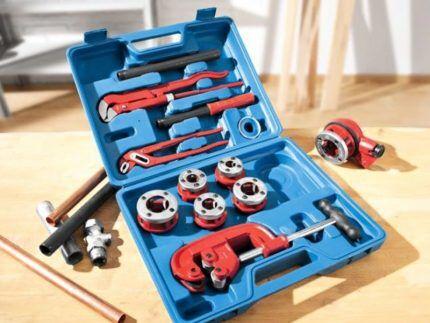 Набор инструментов для сантехнических работ