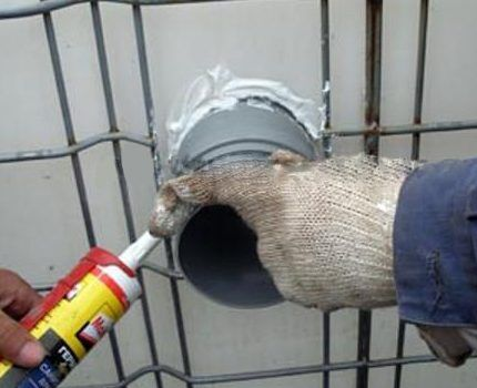 Для герметизации можно воспользоваться силиконовым герметиком