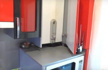 Колонка, установленная в шкаф