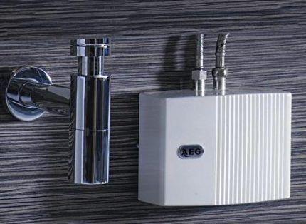 Проточный водонагреватель AEG MTD 570