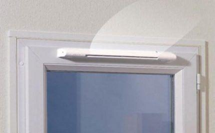 Приточная установка над окном