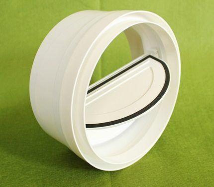 Фасонный элемент короба с обратным клапаном