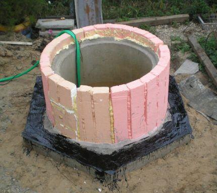 Утепление колодца из бетонных колец