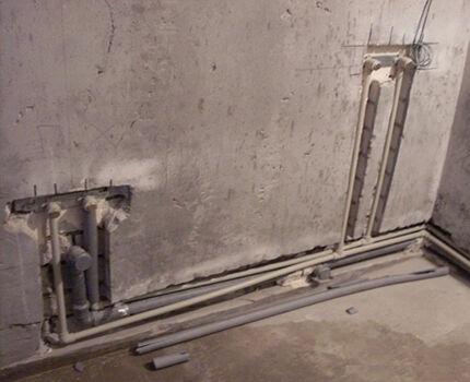 Прокладка труб в штрабах