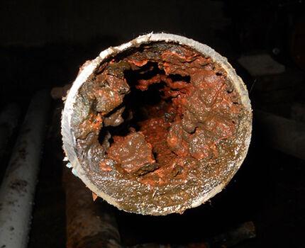 Очищенная вода, проходя через старые водопроводные сети, попадает к потребителю «обогащенная» вредными химическими веществами и микроорганизмами