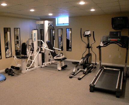 Тренировочный зал в подвале