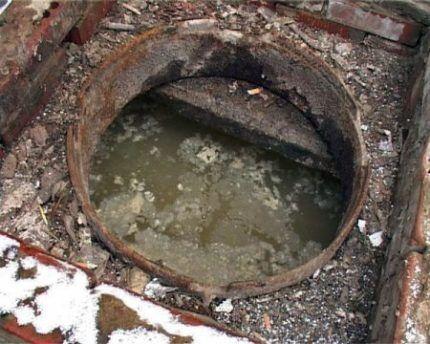 Заполненная выгребная яма