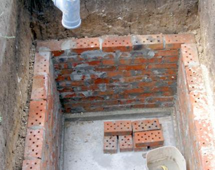 Как сделать выгребную яму для туалета на даче?