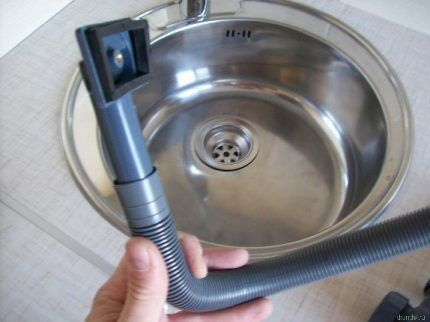 Модель гидрозатвора для канализации с переливом
