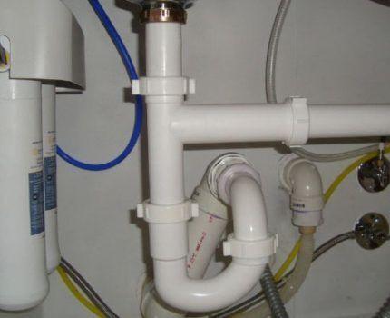 Двухоборотный гидрозатвор для канализации
