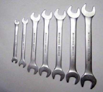 Набор гаечных ключей разного размера