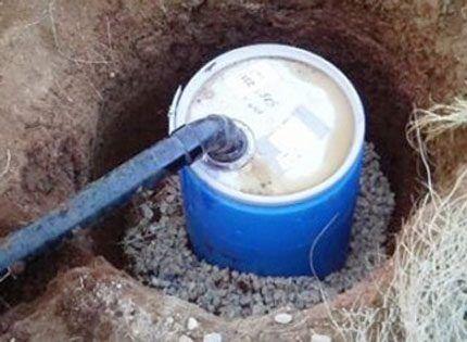 Пример организации оттока воды в бочку