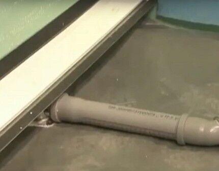 Присоединение лотка к водоотводящей трубе