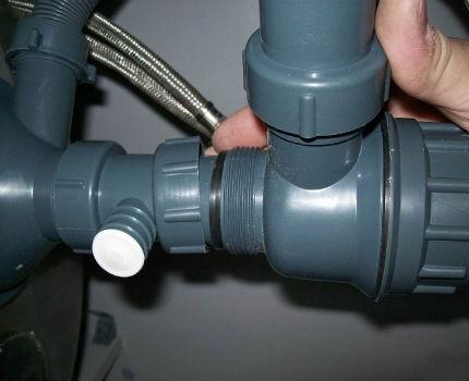 Подсоединение к канализационной трубе