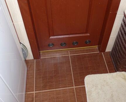 Вентиляционные отверстия в двери