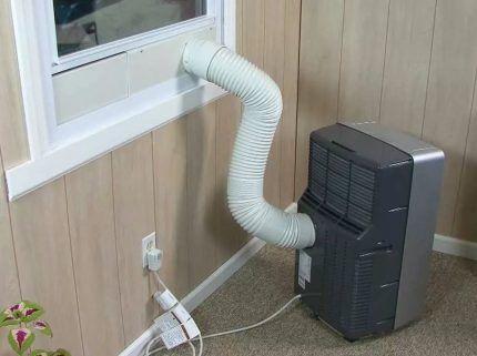 Вариант вывода воздуховода в окно