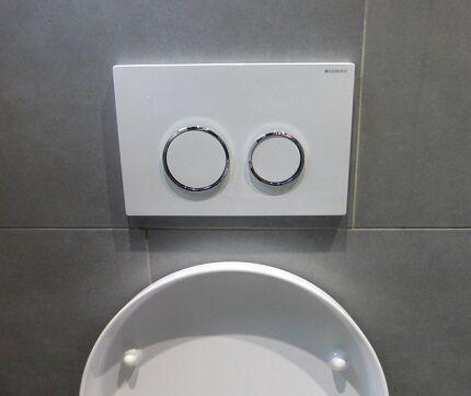 Бачок с двумя кнопками