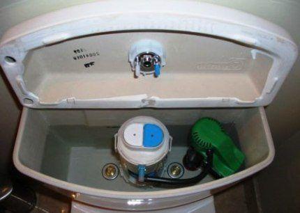 Бачок с двумя режимами спуска воды