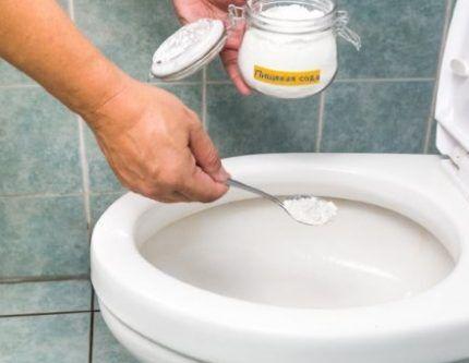 Сода для чистки унитаза