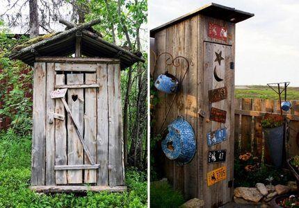 Старая деревянная уборная