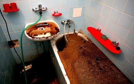 Полностью забитая канализация