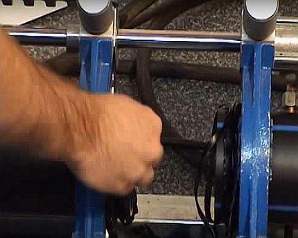 Снятие стружки с трубы