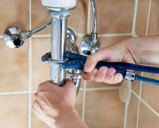 Как поменять сифон под ванной: устройство, принцип работы, особенности, инструкция по выбору и монтажу
