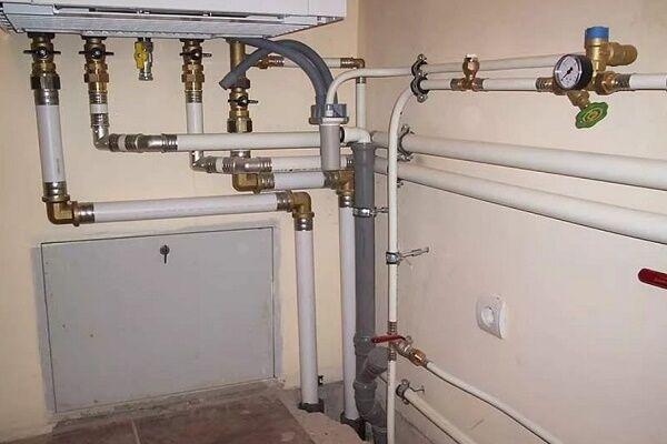 Монтаж металлопластиковых труб для водопровода