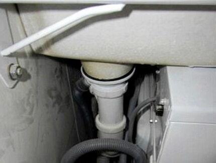 Монтаж раковины кувшинки над стиральной машиной