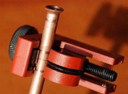 Резка труб при монтаже кондиционеров