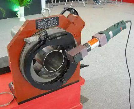 Переносной пневматический труборез для стали