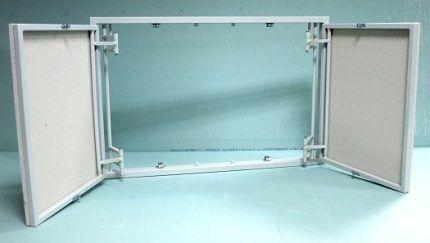 Конструкция двухдверного ревизионного люка