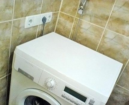Нельзя включать в одну розетку бойлер и стиральную машинку