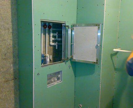 Ревизионное окно в коробе