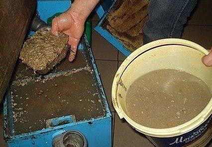 Чистка заполненного жироуловителя