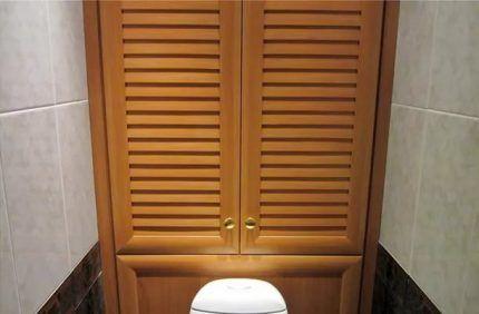 Сантехшкаф с деревянными дверцами