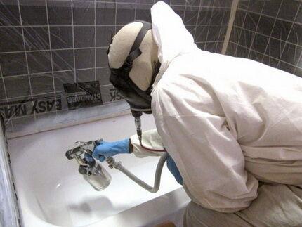 Реставрация ванны с помощью краскопульта