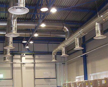 Система вытяжек под потолком склада