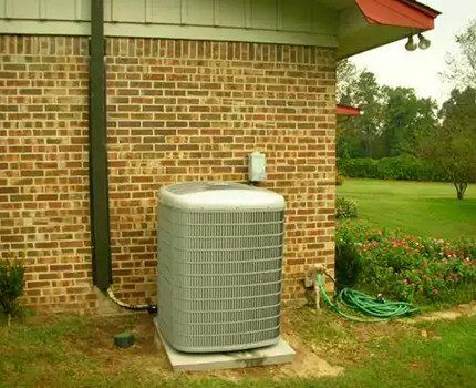 Тепловой насос «воздух-вода» во дворе