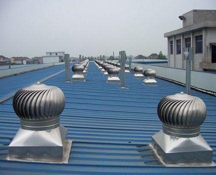 Вытяжка на крыше здания
