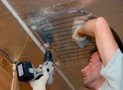 Пленочный обогреватель на потолке