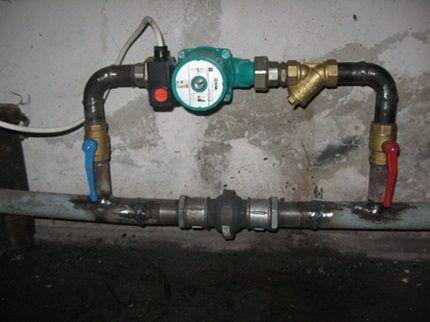 Домашняя сеть отопления с циркуляционным насосом