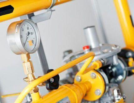 Опрессовка газовых труб внутри дома