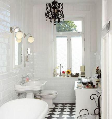 Обилие света в ванной комнате